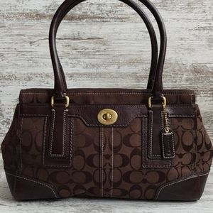 ⚂Coach Brown Signature C Hamptons Caryall Bag